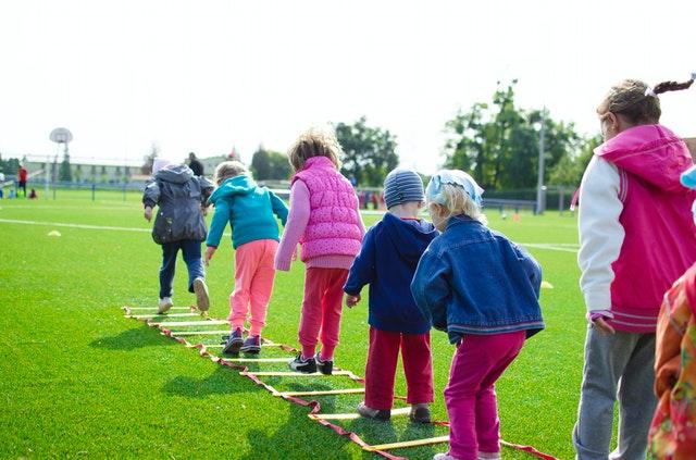 Op deze manieren vermaken kinderen zich urenlang